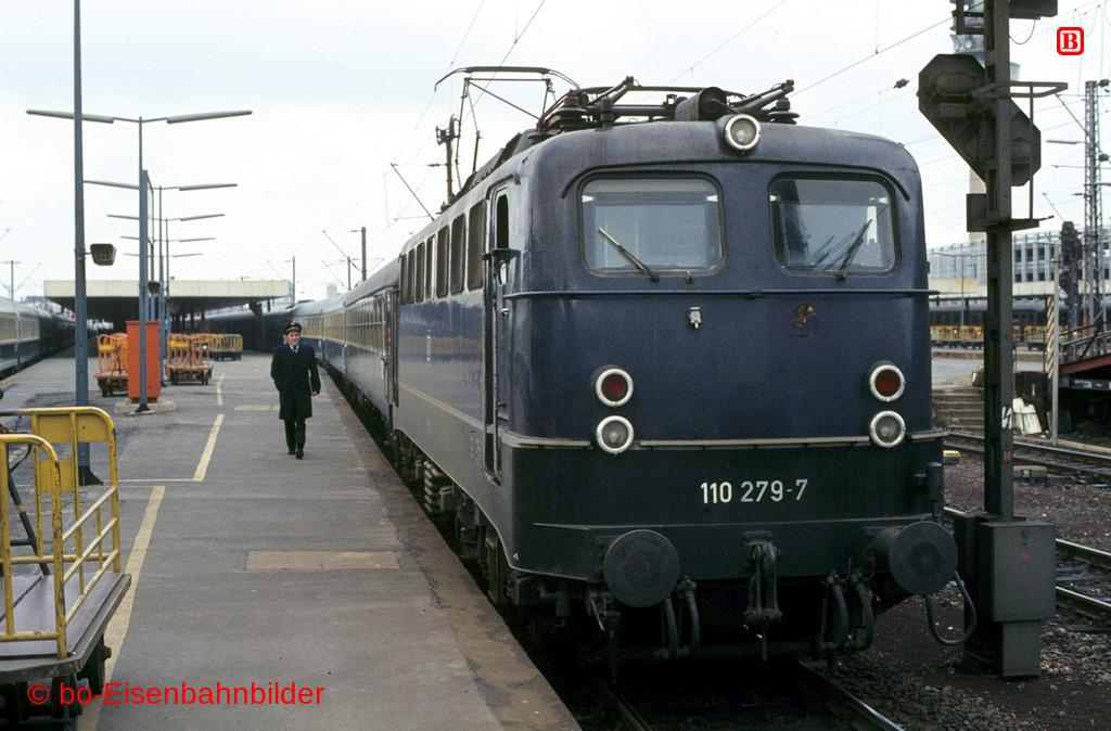 http://www.br141.de/bo-Eisenbahnbilder/data/media/1/01974_110_08A_49-db.jpg
