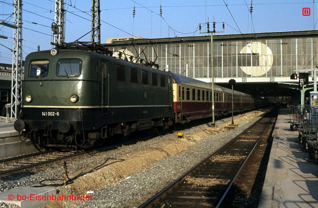 http://www.br141.de/bo-Eisenbahnbilder/data/media/1/02615_141_01A_04-db.jpg