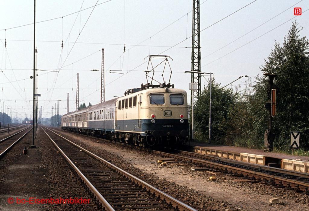 http://www.br141.de/bo-Eisenbahnbilder/data/media/1/04539_141_12B_36-b.jpg