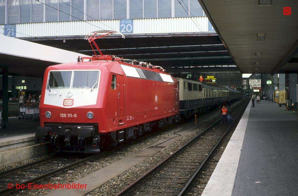 http://www.br141.de/bo-Eisenbahnbilder/data/media/1/09828_120_02B_14-db.jpg