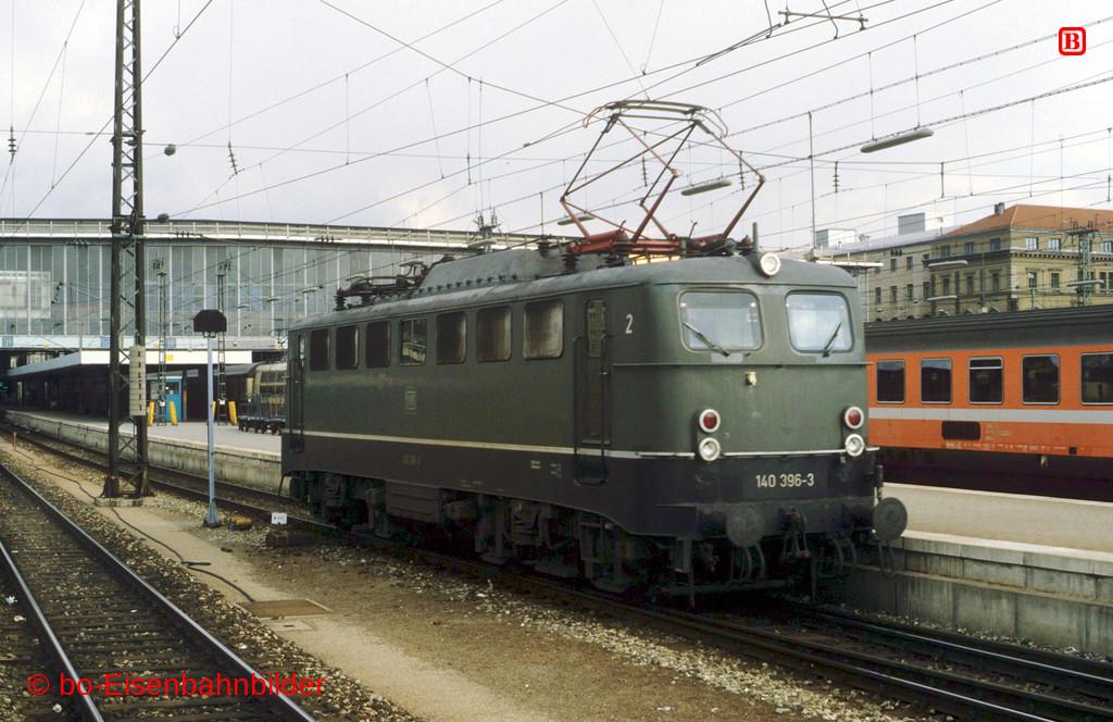 http://www.br141.de/bo-Eisenbahnbilder/data/media/1/10097_140_12B_29-db.jpg