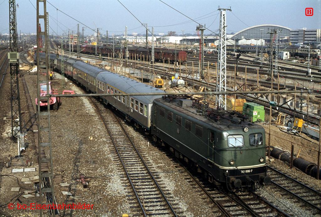 http://www.br141.de/bo-Eisenbahnbilder/data/media/4/03015_141_01A_20-b.jpg